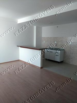 Sala com cozinha conjugada e área de serviço